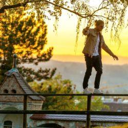 Ваш путеводитель по личностным качествам Близнецов: как его понять и что с ним делать?